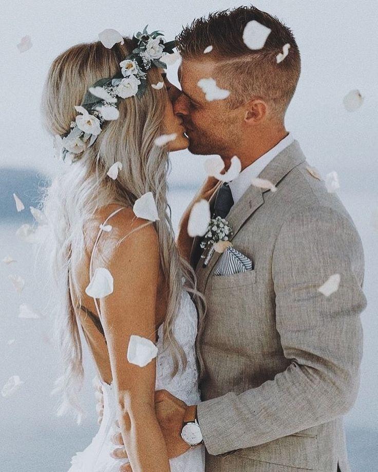 Wedding photo | summer | linen suit | light grey suit | boho | beach