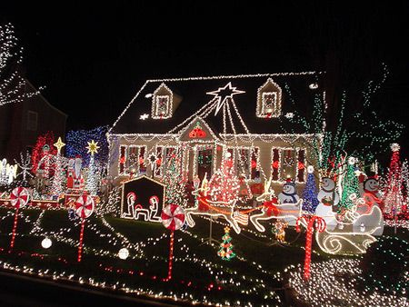 12 Amazing Christmas Lights Around the World - Oddee.com (christmas lights, cool christmas lights)