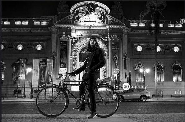 El ciclista que nos acompaña hoy fue retratado por el fotógrafo Mateo Lanzuela quien comparte no solo su arte, sino también su web para que sigan su bello trabajo https://www.flickr.com/photos/mateolanzuela  Comienza la semana ocupando nuestro HT #comunidadfotografía y nuestro correo fotodeldia@comunidadfotografia.cl con una descripción y tu web