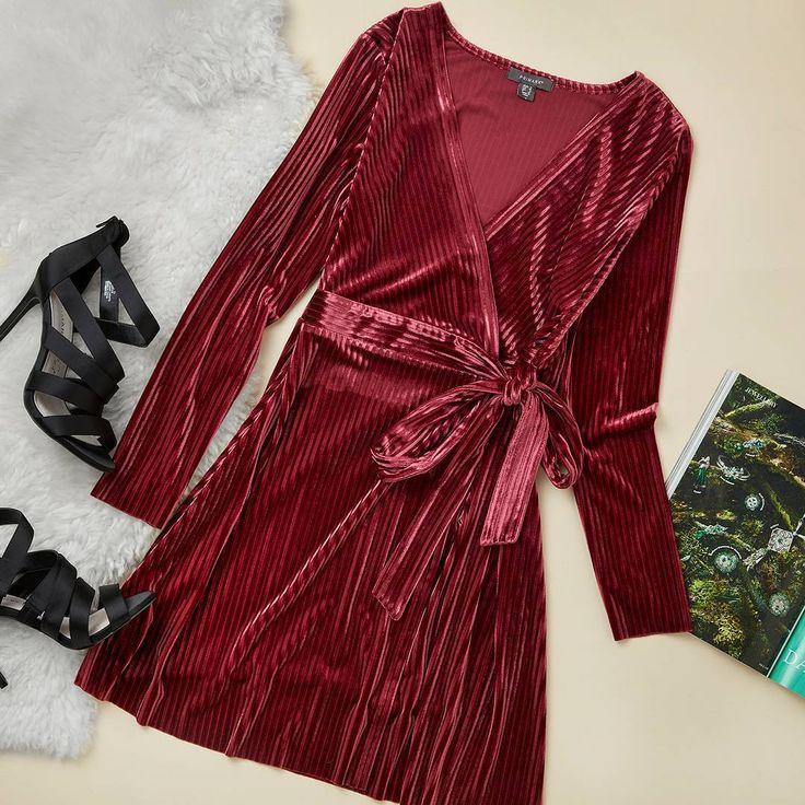 "47.7 mil Me gusta, 411 comentarios - Primark (@primark) en Instagram: ""Velvet vibes❤ Dress €16/$18 (Available in: 🇮🇪 🇫🇷 🇮🇹 🇪🇸 🇵🇹 🇺🇸), Shoes €19! (Available in: 🇮🇪 🇫🇷 🇮🇹…"""