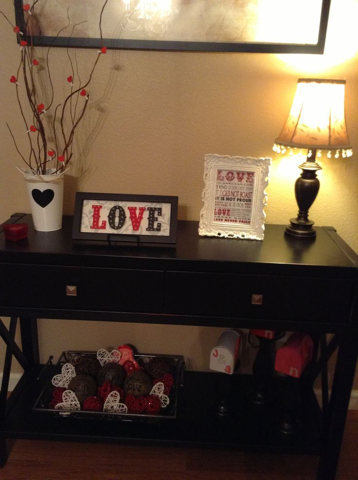 Valentine entry table ❤