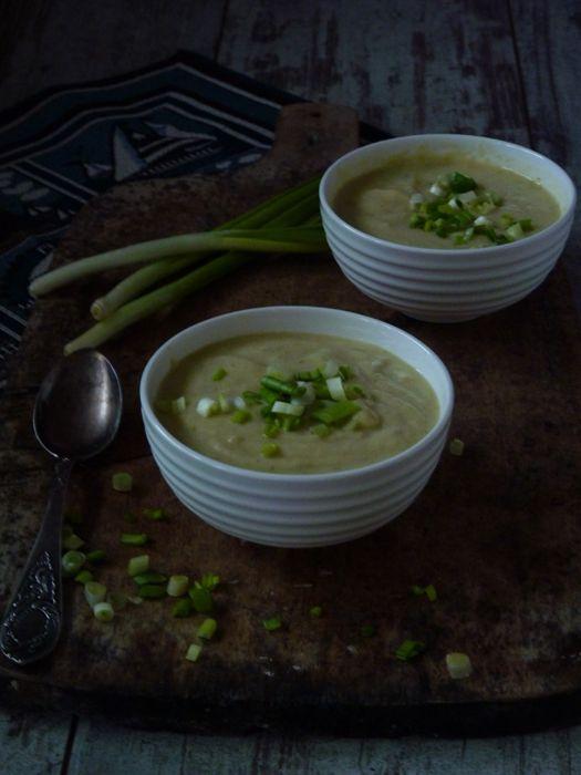 Луковый крем суп простой в приготовлении и очень вкусный. Рецепт несколько переиначила в диетическую сторону, но напишу как должно быть. Удивительно или не очень,…