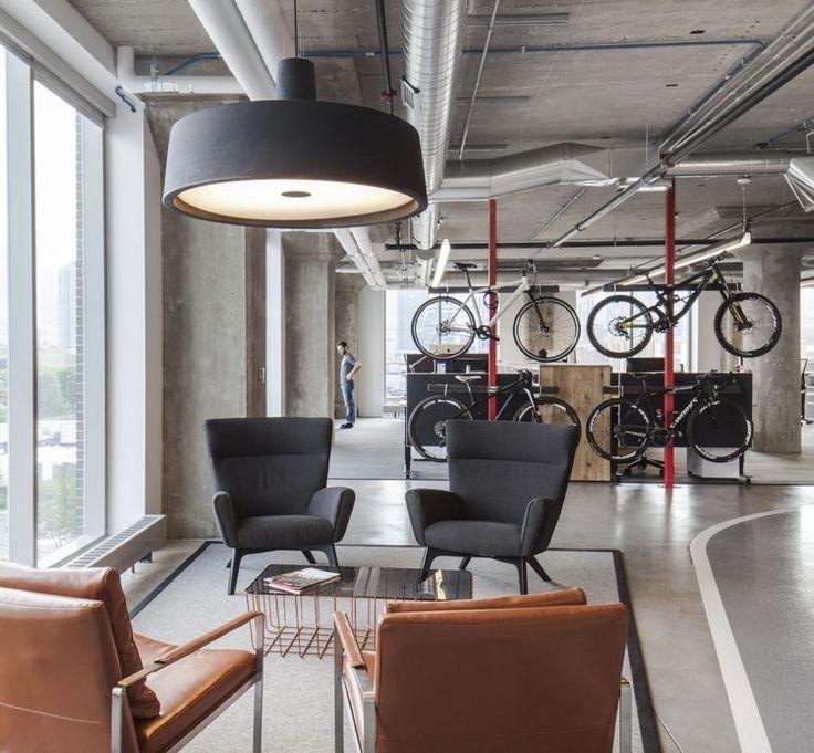 accroche vélo, piste cyclable, plafond en béton, fauteuils design et table basse