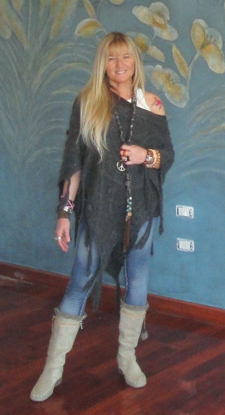 poncho, jeans y botas indias... hippie look
