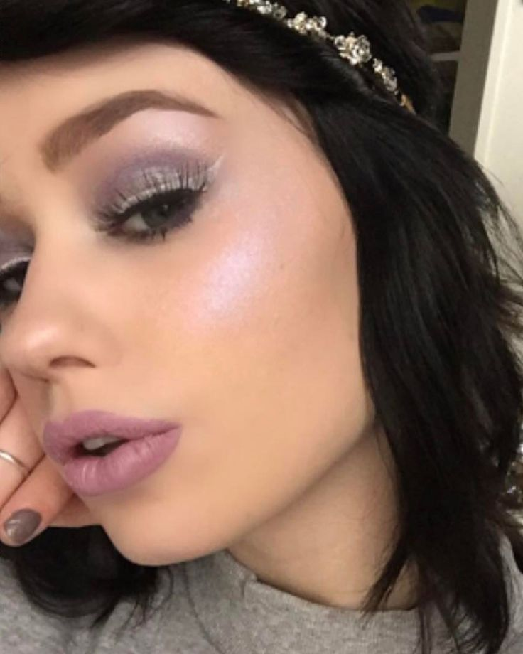 Purple Highlighters Are The Latest Makeup Trend