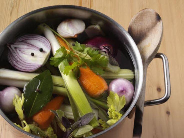 Soepen en sausjes worden extra fijn met homemade bouillon. Moeilijk is het niet, én je kunt 'm makkelijk invriezen. Succes verzekerd, met deze recepten.