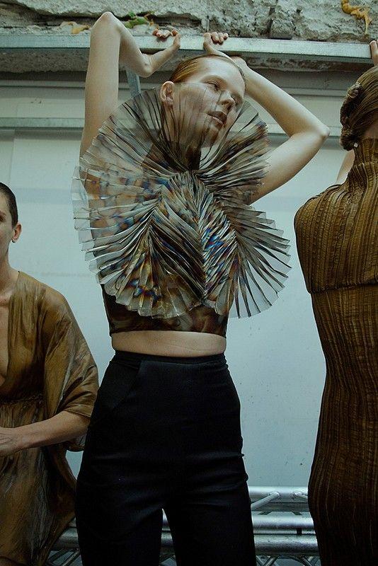 Iris Van Herpen AW15 Dazed backstage womenswear oil fan