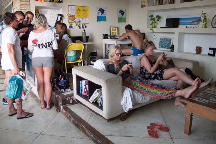 """A rede de hostels El Misti está com uma promoção para quem deseja passar o Réveillon na praia. O pacote de cinco diárias para o Ano Novo custa a partir de R$ 675, com café da manhã incluso. A promoção vale para todas as unidades do El Misti --Leme, Copacabana e Botafogo, na capital fluminense,...<br /><a class=""""more-link"""" href=""""https://viagem.catracalivre.com.br/brasil/onde-ficar/indicacao/rede-de-hostel-tem-pacote-para-o-ano-novo-a-partir-de-r-675/"""">Continue lendo »</a>"""