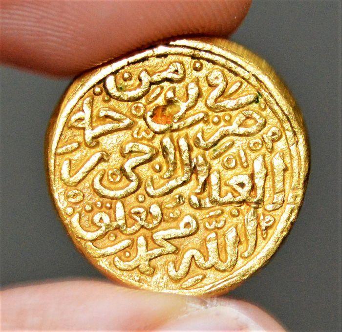 India - Sultanate of Islam in India. Delhi Sultanate : Muhammad III, 1325-1351, AV Heavy dinar. Mohur Mint : Deogir, dated AH727