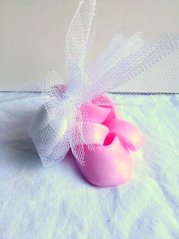 Mini chaussure en fimo, fait main, ballerine rose, chausson de danse, cadeau parrain marraine, pot à dragées de la boutique cadeaumagique sur Etsy