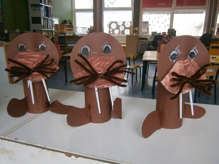 3d knutsel: Walrussen! Van grote kokers, papieren bordjes en wegwerpbestek.