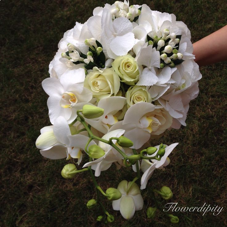 Snow white bouquet #flowerdipity #white #bride #bouquet #orchid #roses #elegant #wedding