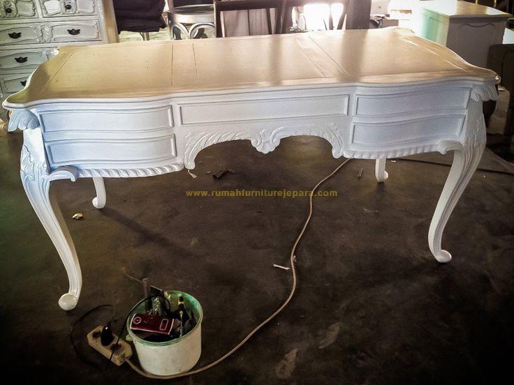 Furniture meja untuk kantor, rumah maupun kamar Anda, sangat kokoh dan kuat, terbuat dari bahan terbaik