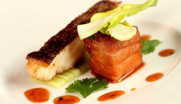 I denne oppskriften møtes skrei og ribbe, og de milde smakene fra nord med de heftige fra Asia. Resultatet blir en smaksopplevelse av de sjeldne. #fisk #oppskrift