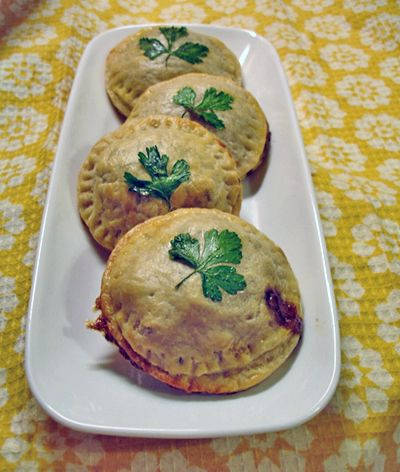 Next to the amazing Irish bands at Irish fest are the Irish Meat Pies. I've been searching for a recipe and this one comes pretty close. Enjoy!