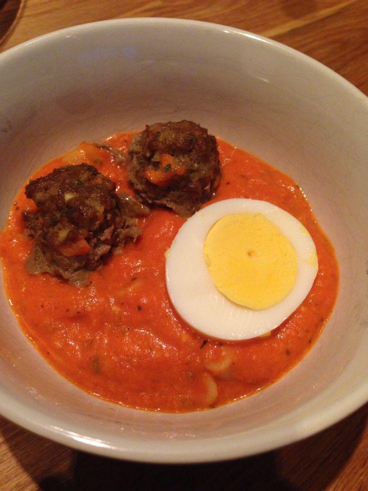 Tomatsuppe er en sikker vinner blant barna. Noen syns kraftig tomatsmak kan bli litt mye, så her kommer en oppskrift på fyldig tomatsuppe med god og mild smak. Den passer for hele familien, helt fr...