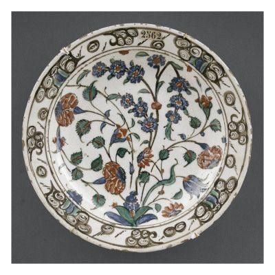 Plat aux 3 fleurs -Art.fr - Musée national de la Renaissance (Ecouen) (RMN) - reproduction et encadrement pour amoureux d'art