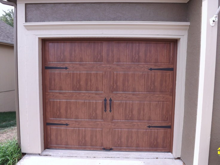 Clopay gallery garage door ultra grain dark oak for Clopay gallery ultra grain walnut