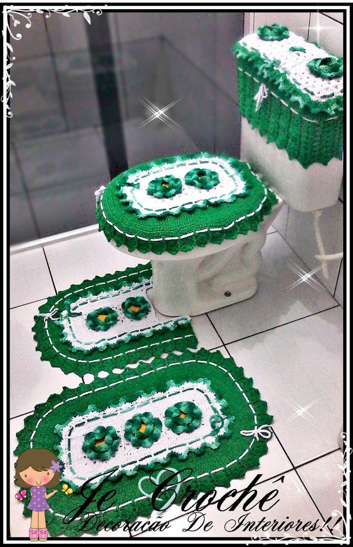 Jogo de banheiro poderá ser confeccionado na cor de sua preferencia <br>contém : <br>01-Tampa Para Vaso <br>01-Capa Caixa Acoplada <br>01-Frente Vaso <br>01-Tapete Frente Pia <br>Esse Foi Confeccionado na cor Lilás Com Branco <br>com a Flor Rosa Franzida Com Miolo