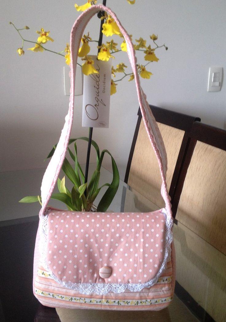 Tutorial, DIY, Passo à Passo Como Fazer uma Bolsa de Tecido. http://www.vivartesanato.com.br/2016/04/tutorial-diy-passo-a-passo-como-fazer-uma-bolsa-de-tecido.html