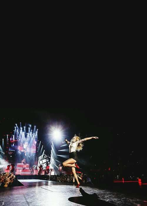 """Taylor Swift singing """"Holy Ground"""" at the Red Tour"""