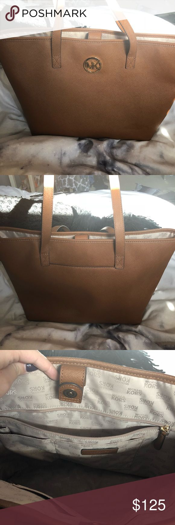 Michael Kors Tote The tote looks brand new in amazing condition! I️ have never used I️t before at all. Very open and can carry many things, a great Christmas present! Also, willing to possibly negotiate price. KORS Michael Kors Bags Totes