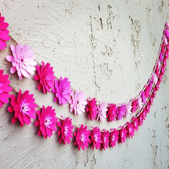 Paper flower garland! | Awesome Uses For Paper Flowers