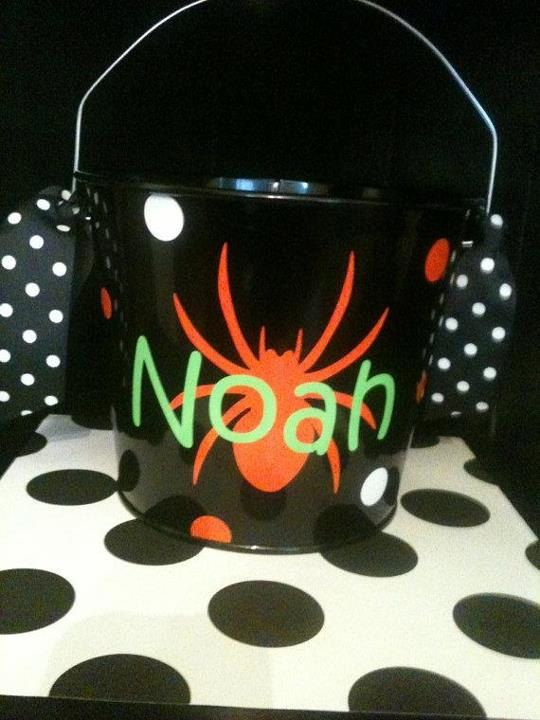 All lil trick or treaters need a personalized bucket!!! This is a metal 5 qt. bucket. Please message me the following, when you purchase:    Bucket