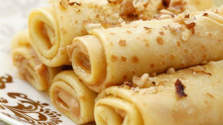 Diese Pfannkuchen gehen immer  - Pfannkuchenröllchen mit Apfel, Erdnussbutter und Nüssen | http://eatsmarter.de/rezepte/pfannkuchenroellchen-mit-apfel-erdnussbutter-und-nuessen