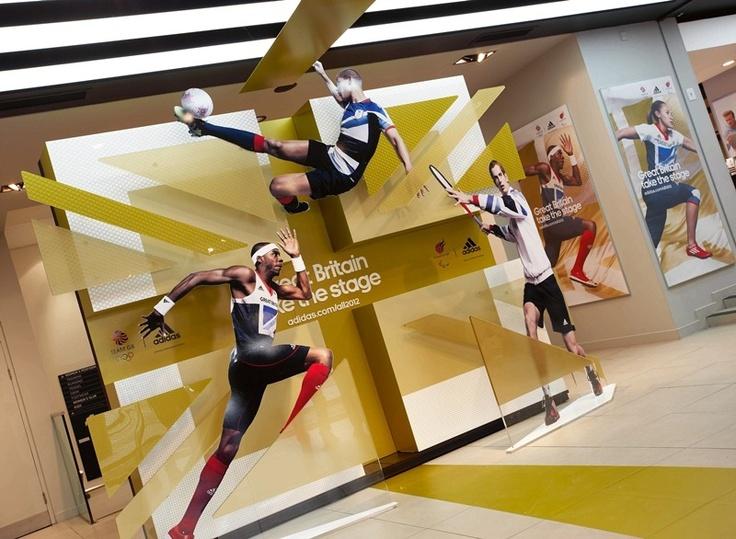 Adidas GB 2012 Adidas como siempre siguen con su línea deportista y obviamente no podía faltar en sus displays, de fondo se aprecia la bandera de Gran Bretaña aunque con diferentes colores igual de bonita.