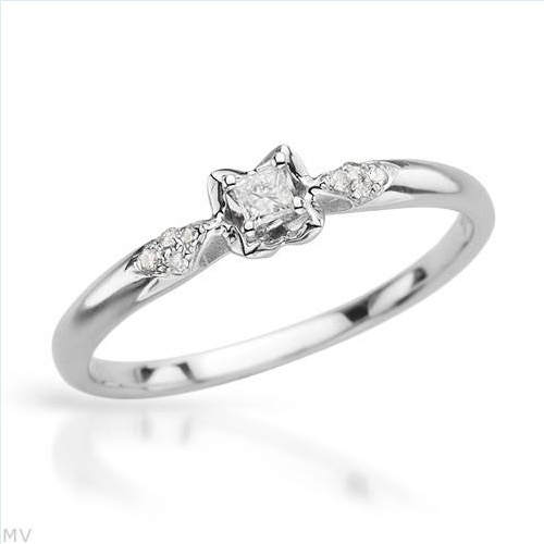 $209.00  Vibrant Brand New Solitaire Plus Ring With Genuine  Clean Diamonds Crafted in 14K White Gold- Size 7 We Can Resize from 6 to 8 - Certificate Available.