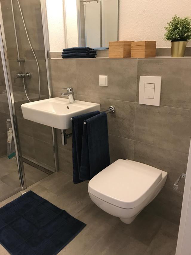 Die besten 25 Graue badezimmer Ideen auf Pinterest  Toiletten ideen Graue Badezimmerwnde und