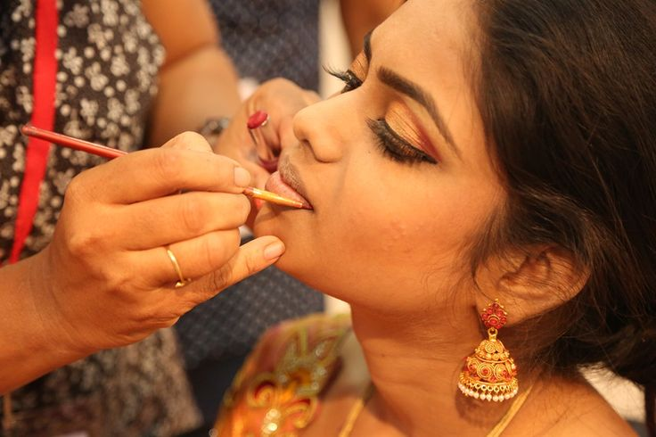 10 #handymakeup tips which are quite #trendy and easy too.#Weddingmakeup #enagementmakeup #sareedraping