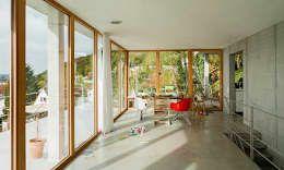 Wohnhaus am Hang, Wyhlen: moderne Esszimmer von GIAN SALIS ARCHITEKT