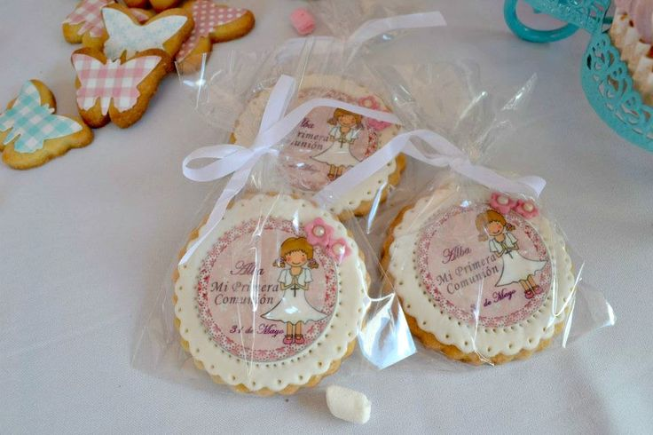 Galletas de comuni n decoradas con papel de azucar y for Canape topping crossword