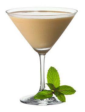 Baileys Minty Mistletoe Christmas Drink Recipe. Baileys Irish Cream and Rumple Minze.