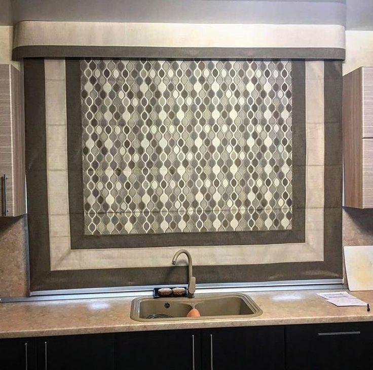 Восхитительная #римская_штора для #кухни в исполнении @stedi_textil_design из жаккарда Intermezzo #Galleria_Arben #декорокна #ткани #шторы