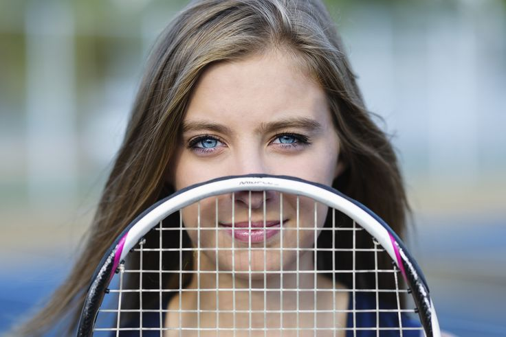 Tennis senior pictures | senior picture poses | tennis senior portraits | senior pictures with tennis racquet | Britt Lanicek Photography