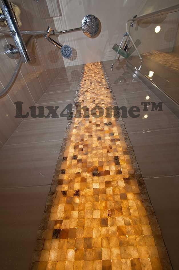 Podświetlona ściana z onyksu. Naturalny kamień na ściany od Lux4home™. Jeden kamień, dwa oblicza ściany...