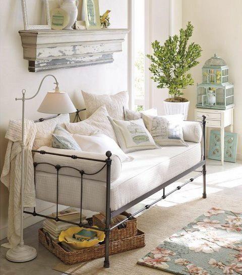 sofá adaptado de cama de ferro