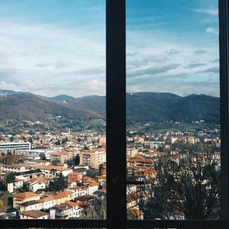 Outside the Window  #scoprendoBergamo #ridieassapori #igerslombardia #igersitalia #italia365 #whatitalyis #expo2015 #bergamo #experienceblog   #latergram
