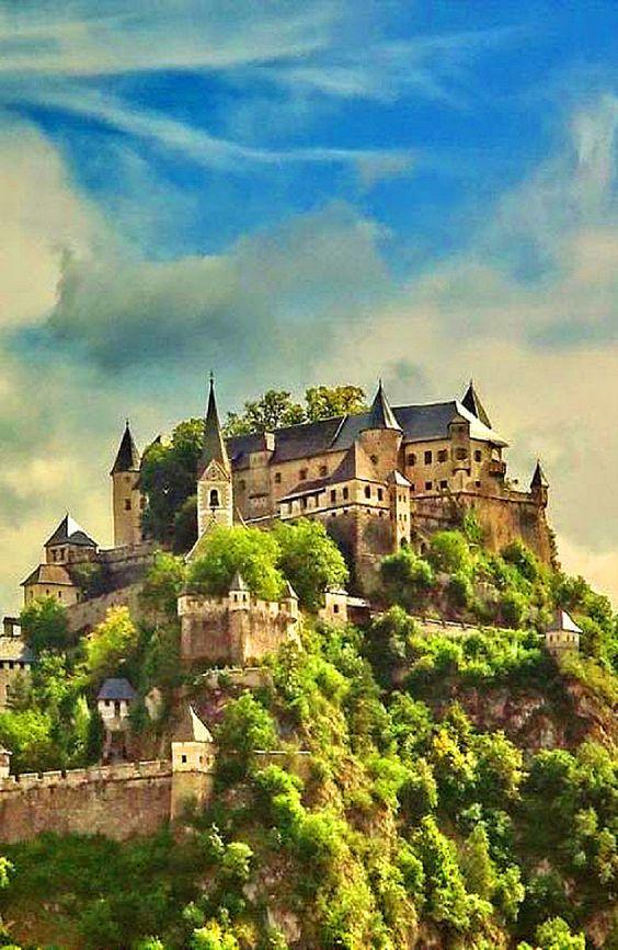 #castle terwitz #Castle in #austria . http://reversehomesickness.com/europe/hochosterwitz-castle/