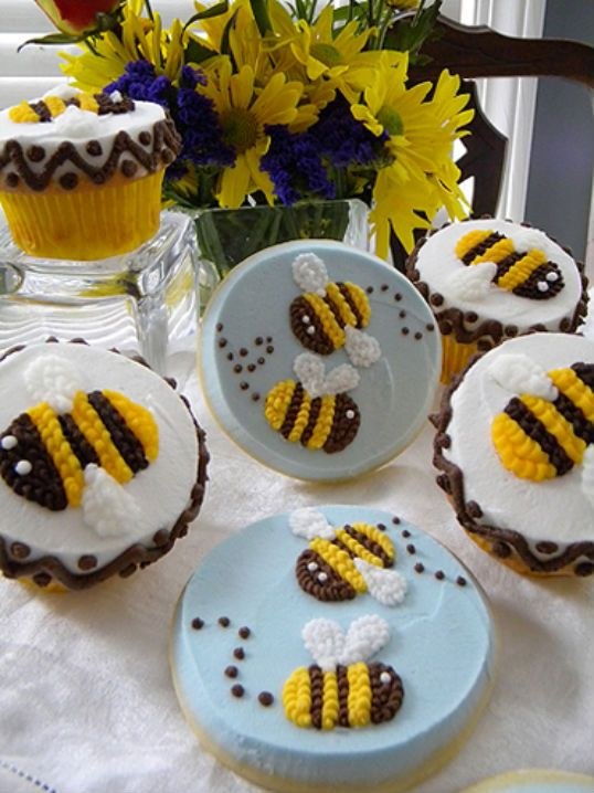 Bumblebee cookies. These bees would be cute on a cake!