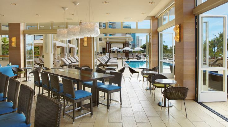 Hyatt Regency Waikiki Beach Resort & Spa - poolside