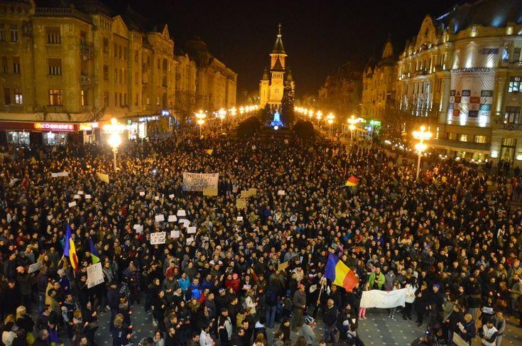 Nimeni din ceea ce putem numi generic SISTEM nu a scăpat de scandările celor câteva mii de timișoreni care s-au strâns miercuri seara în Piața Revoluție