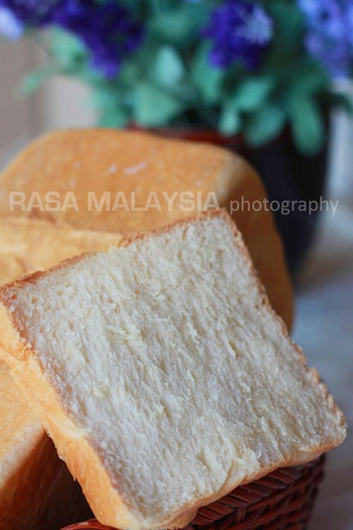 Hokkaido milk loaf is a very soft loaf bread which is very popular in Japan. It has a cottony and springy texture which can just melt in your mouth.