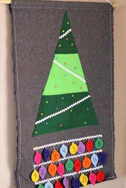 Felt Christmas tree advent calendar. This is a MUST for next Christmas!