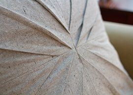 Tutorial: Bundt pan inspired pleated pillow · Sewing | CraftGossip.com