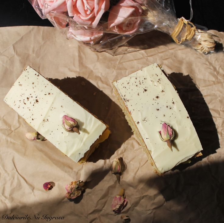 Tort cu Crema de Vanilie si Glazura de Ciocolata Alba (fara zahar, continut scazut de grasimi, 100% sanatos)