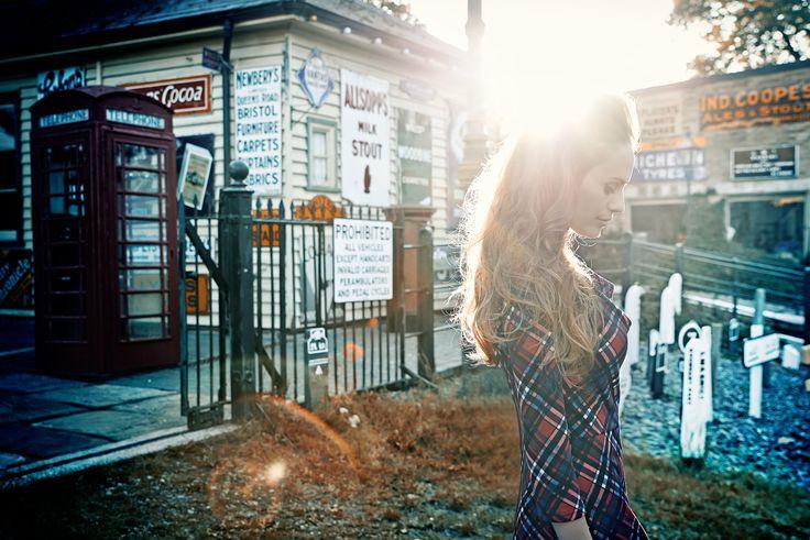 Sesja kolekcji QUIOSQUE na sezon jesień-zima 2014/2015, photo: Kajus W. Pyrz #QSQ #photography #photo #retro #vintage #england #greatbritain #fashion #inspiration #autumn #fall #look #outfit #women #beauty #style #casual #elegance #retro #vintage #oldschool #sun #light